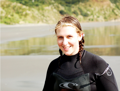 Surfing_at_raglan